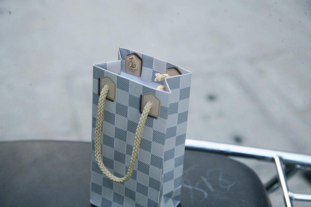 Túi giấy họa tiết Caro