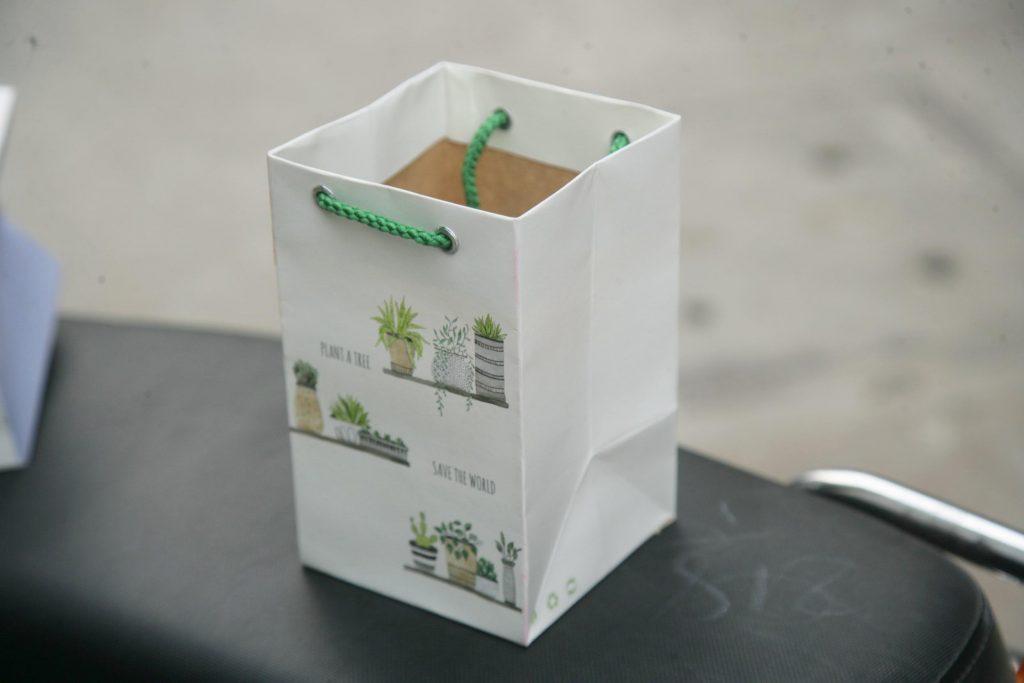 Túi giấy Đáy vuông size M